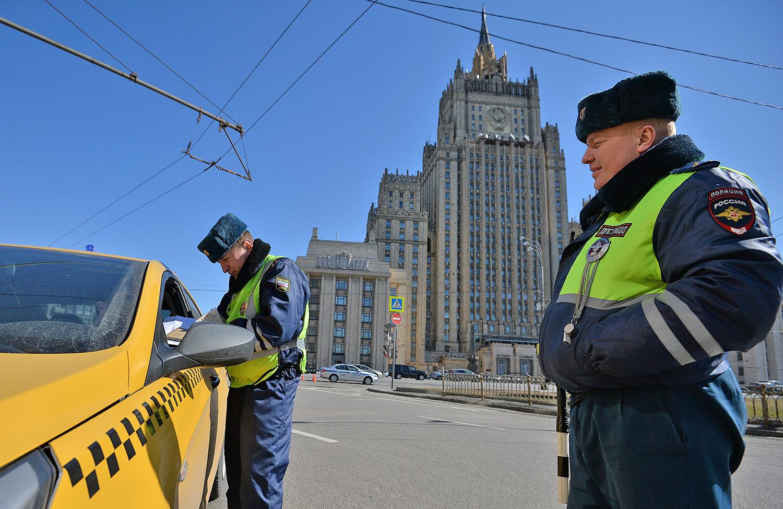 В Москве каждый второй водитель такси нарушает правила перевозки пассажиров