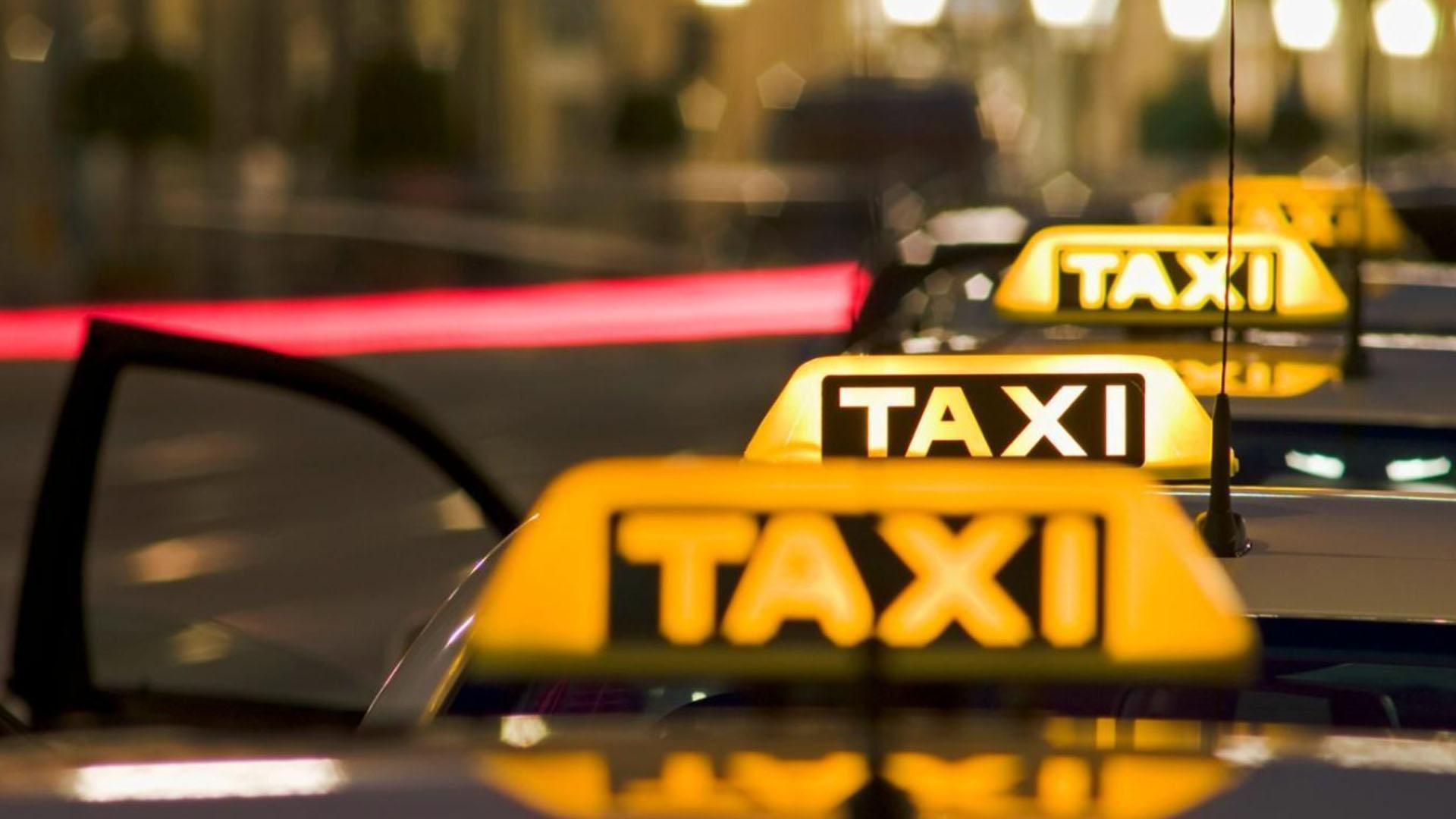Таксопарки и водители бьют тревогу из-за принуждений к бойкоту