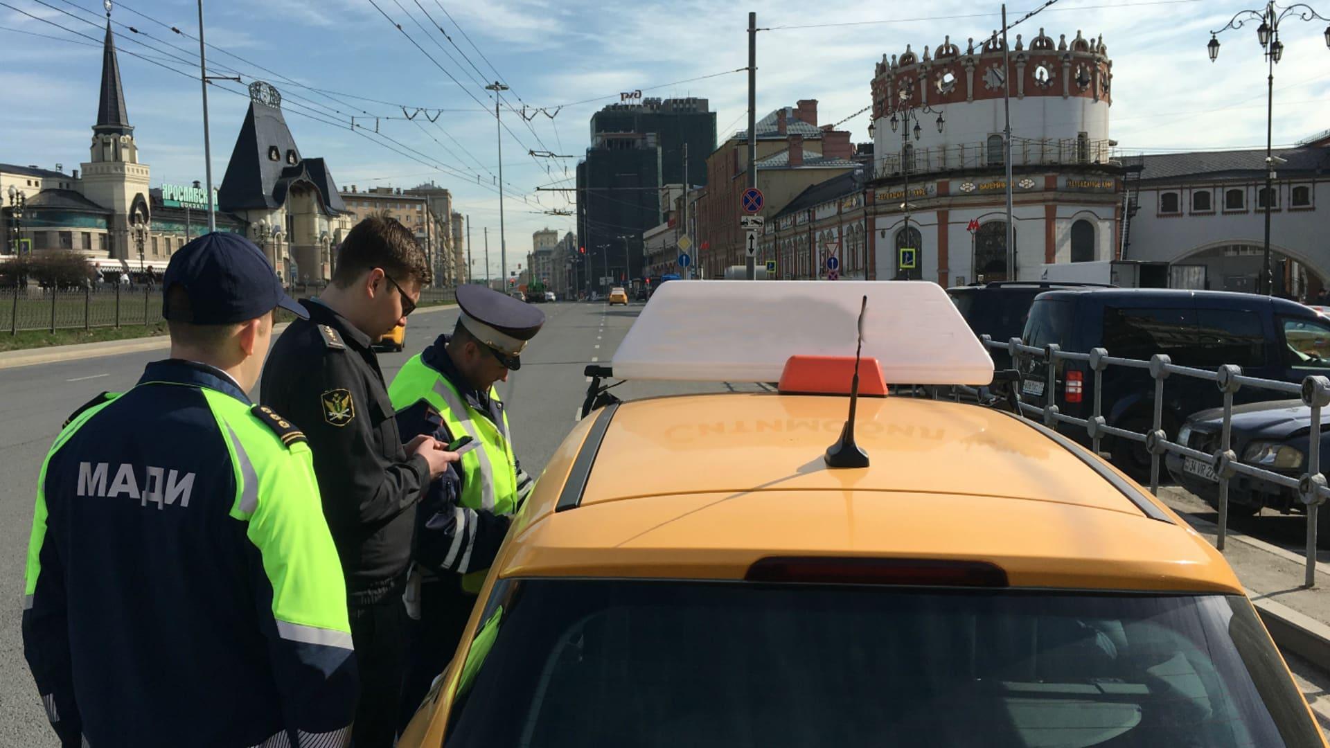 В Москве с начала года отправили на спецстоянки более 1,7 тысяч автомобилей такси