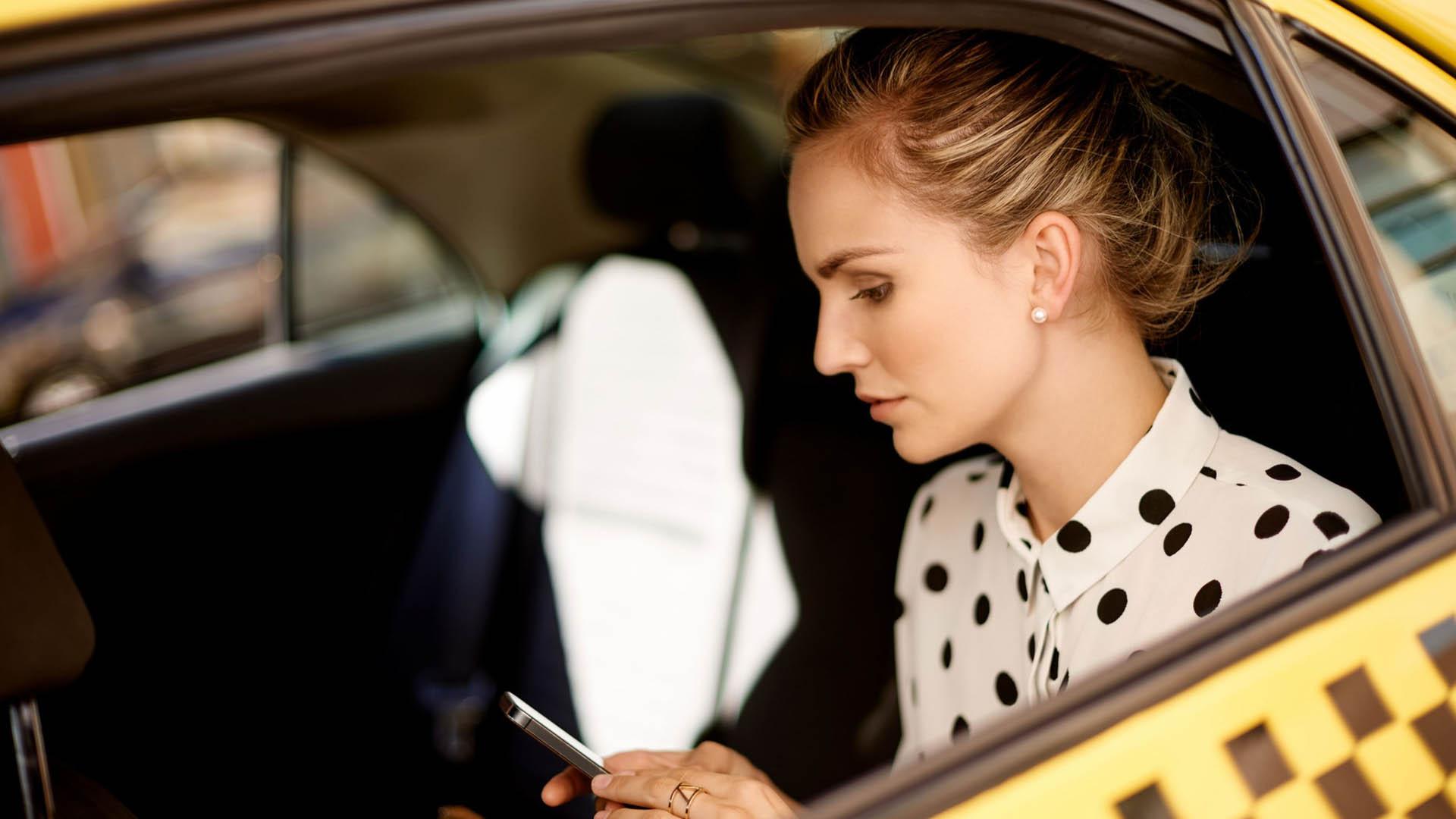 40% молодых людей от 24 до 34 лет собираются передвигаться на такси этим летом