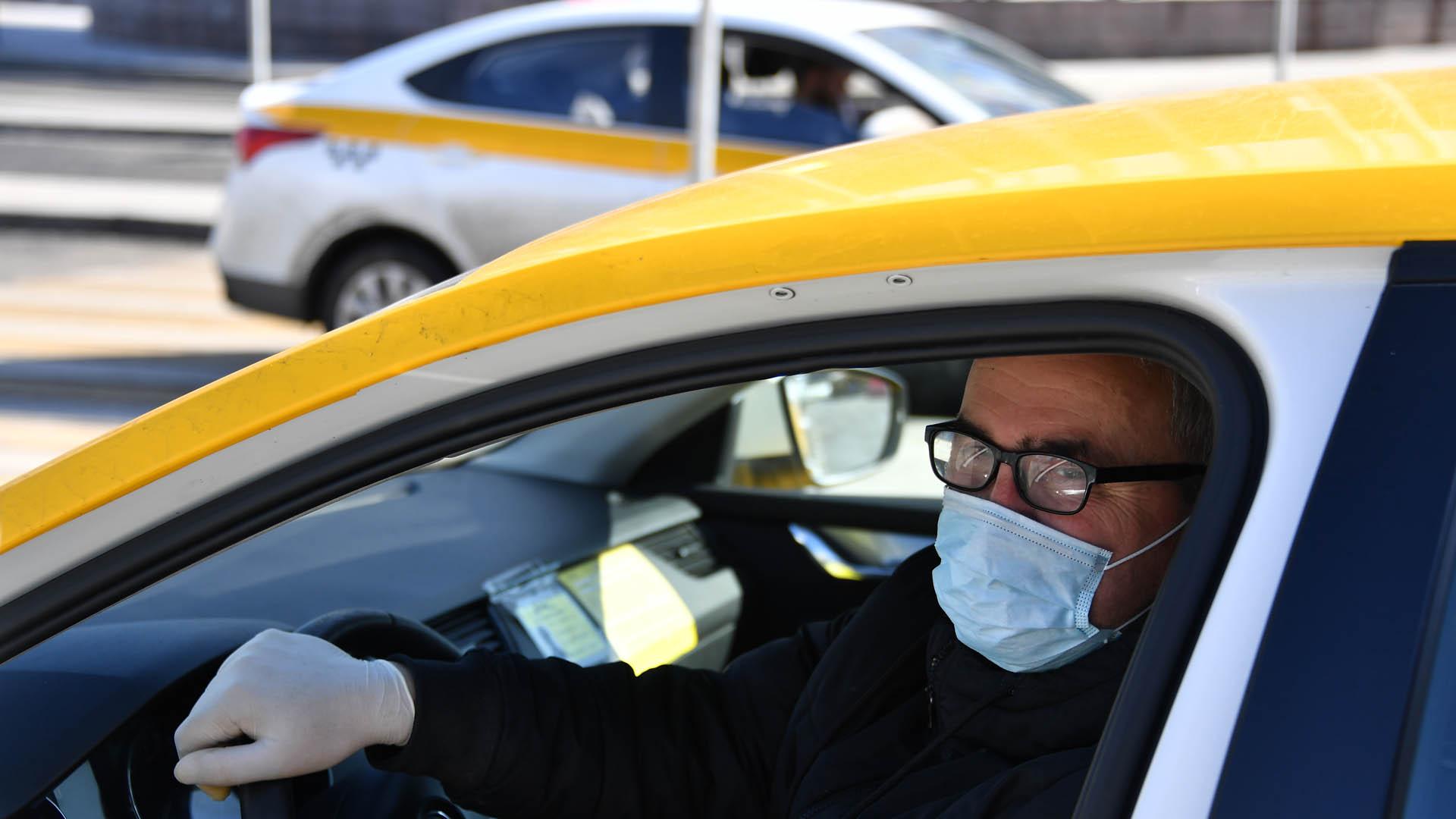 В Подмосковье водителям и пассажирам такси предписали носить маски
