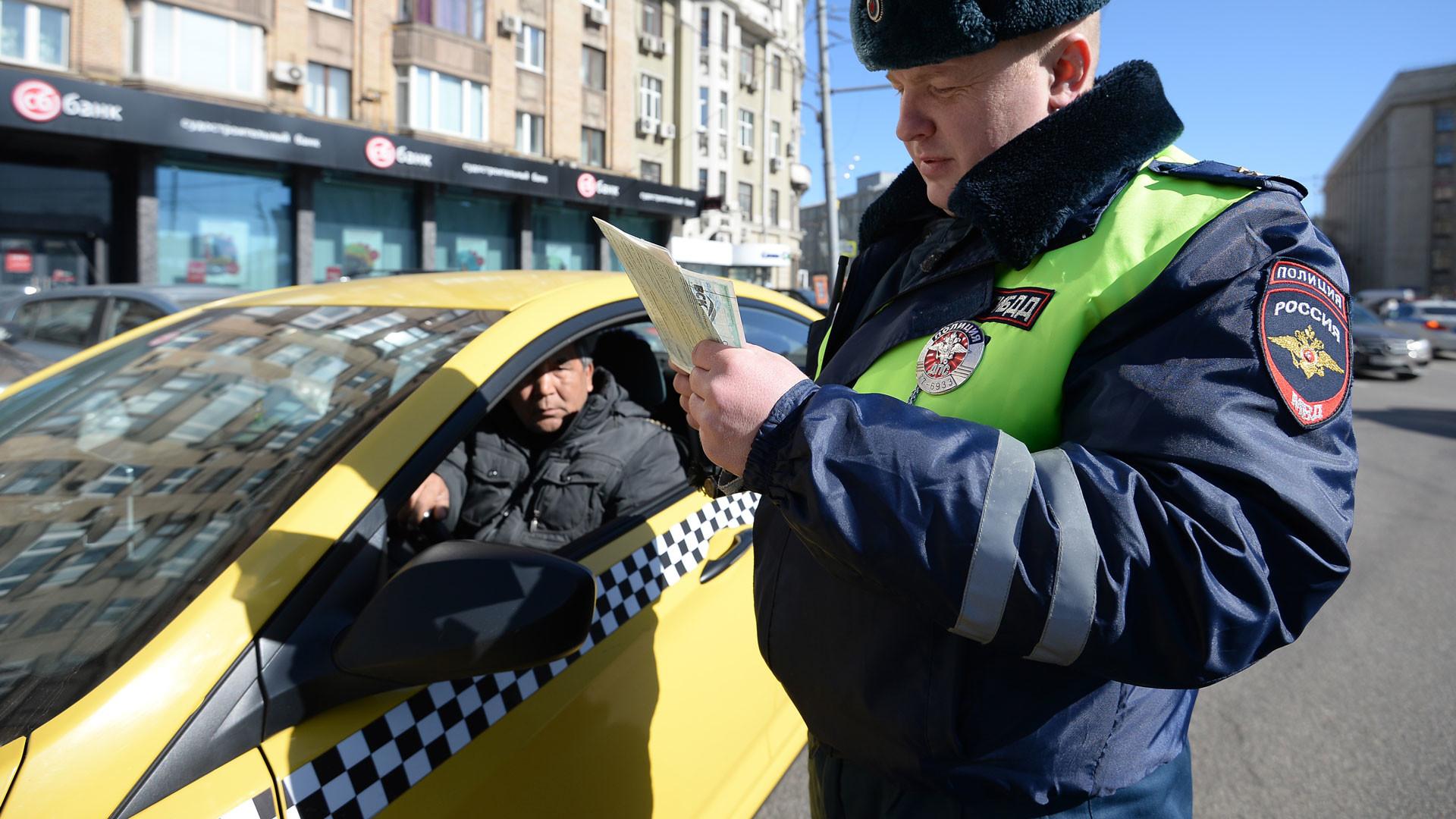 По всей стране ГИБДД проверит такси