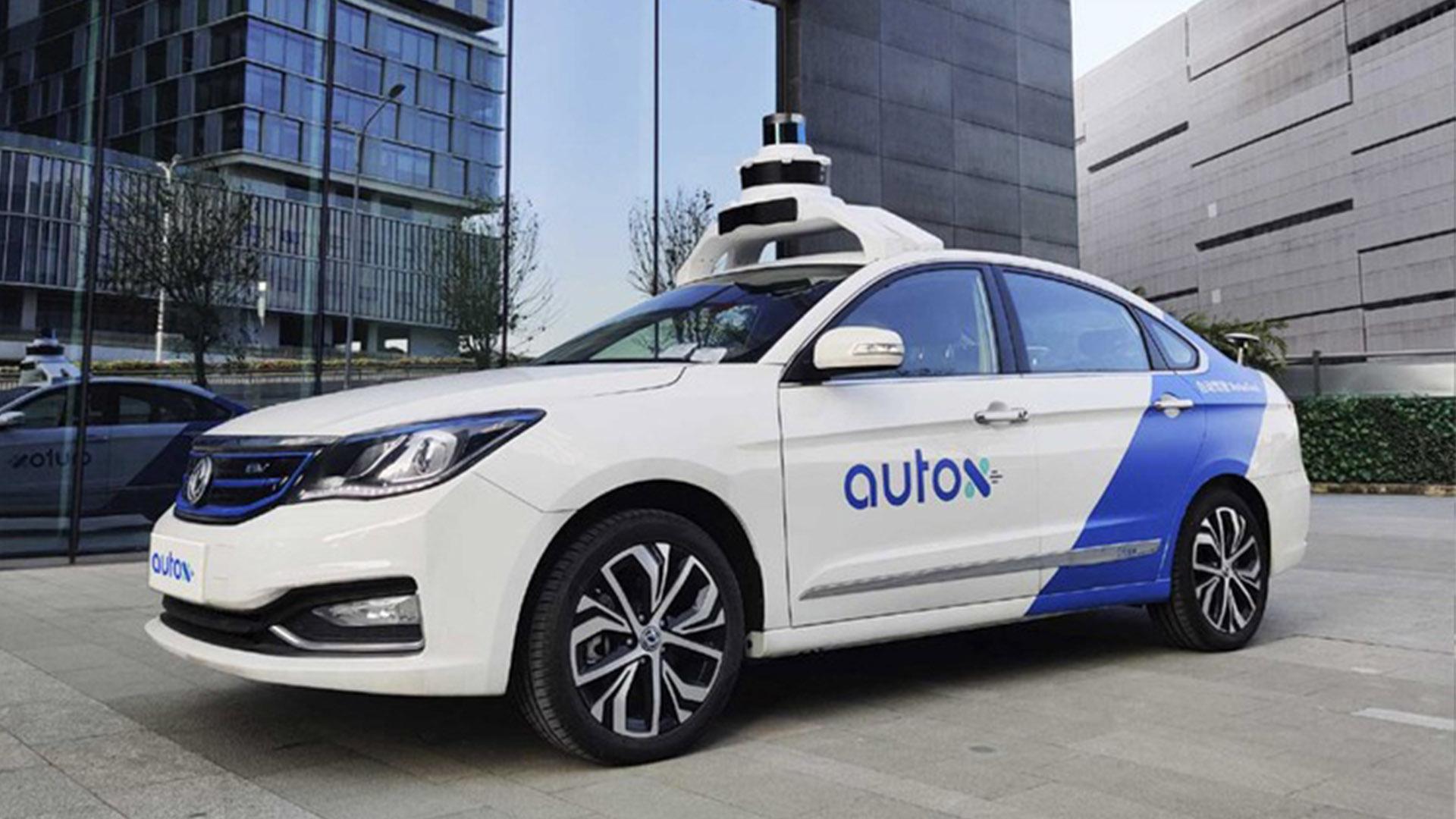 Китай официально запускает автономное такси без водителя