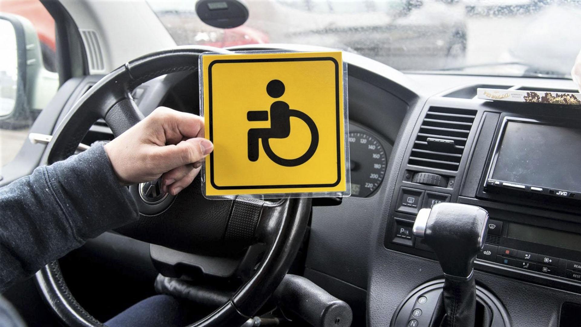 Водители-инвалиды смогут получить водительское удостоверение бесплатно и через 3 года прийти в такси
