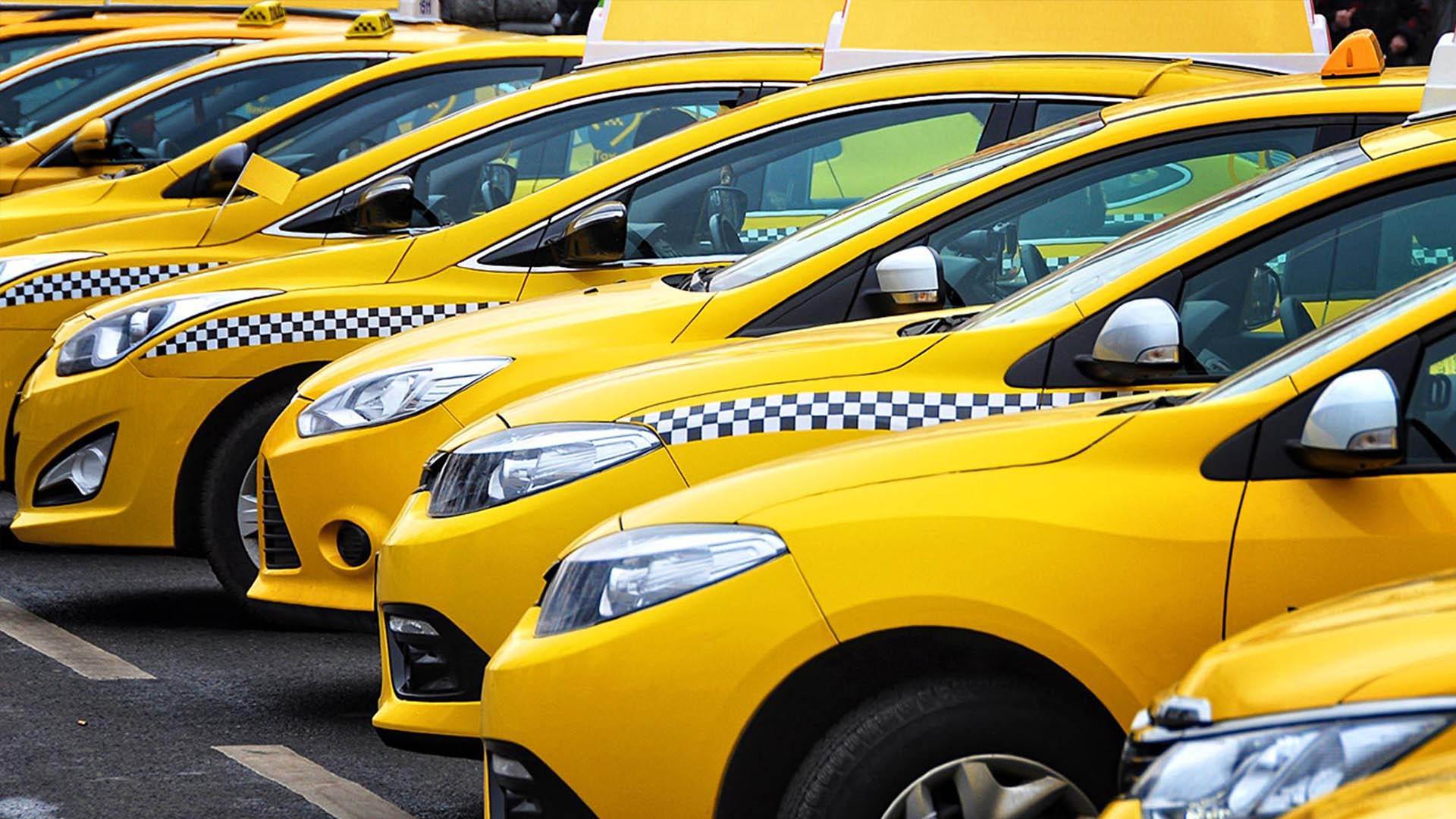 В Санкт-Петербурге хотят ввести единый цвет такси