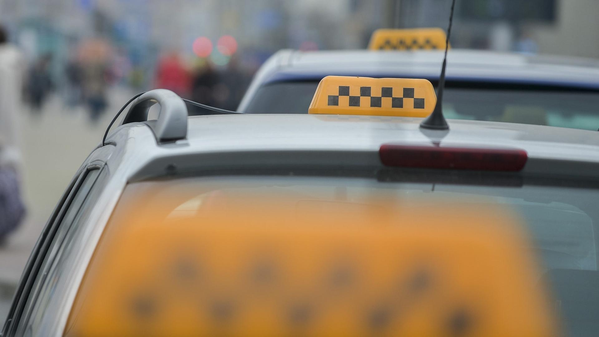 В Курске водители такси присоединились к работе по пропаганде правил пожарной безопасности