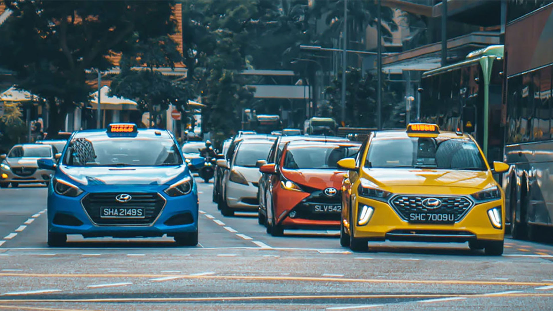 Максимум 2 человека в одном такси – поездки Сингапуре во время режима повышенной опасности