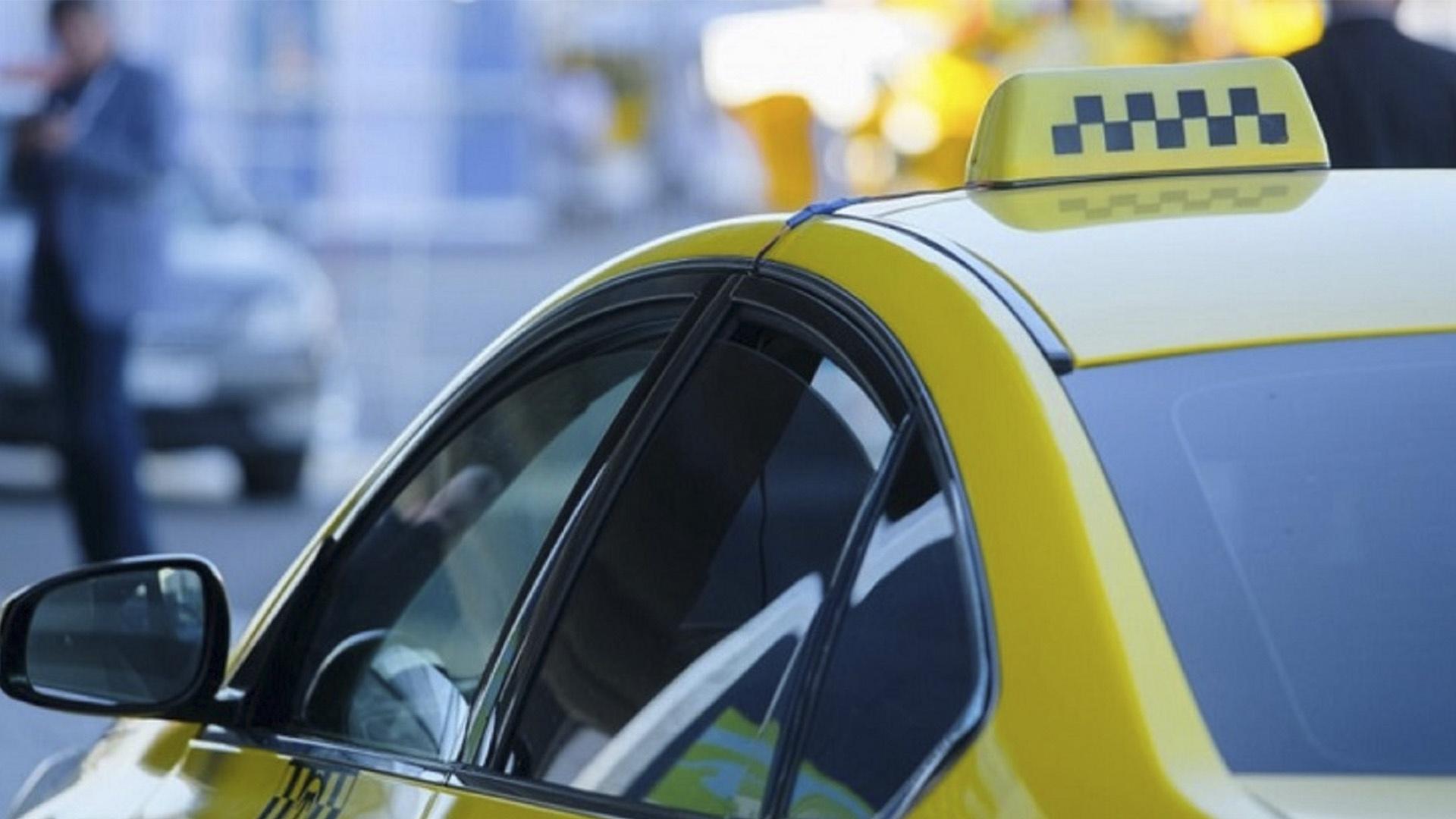 Оренбуржцев попросили оценить безопасность услуг такси