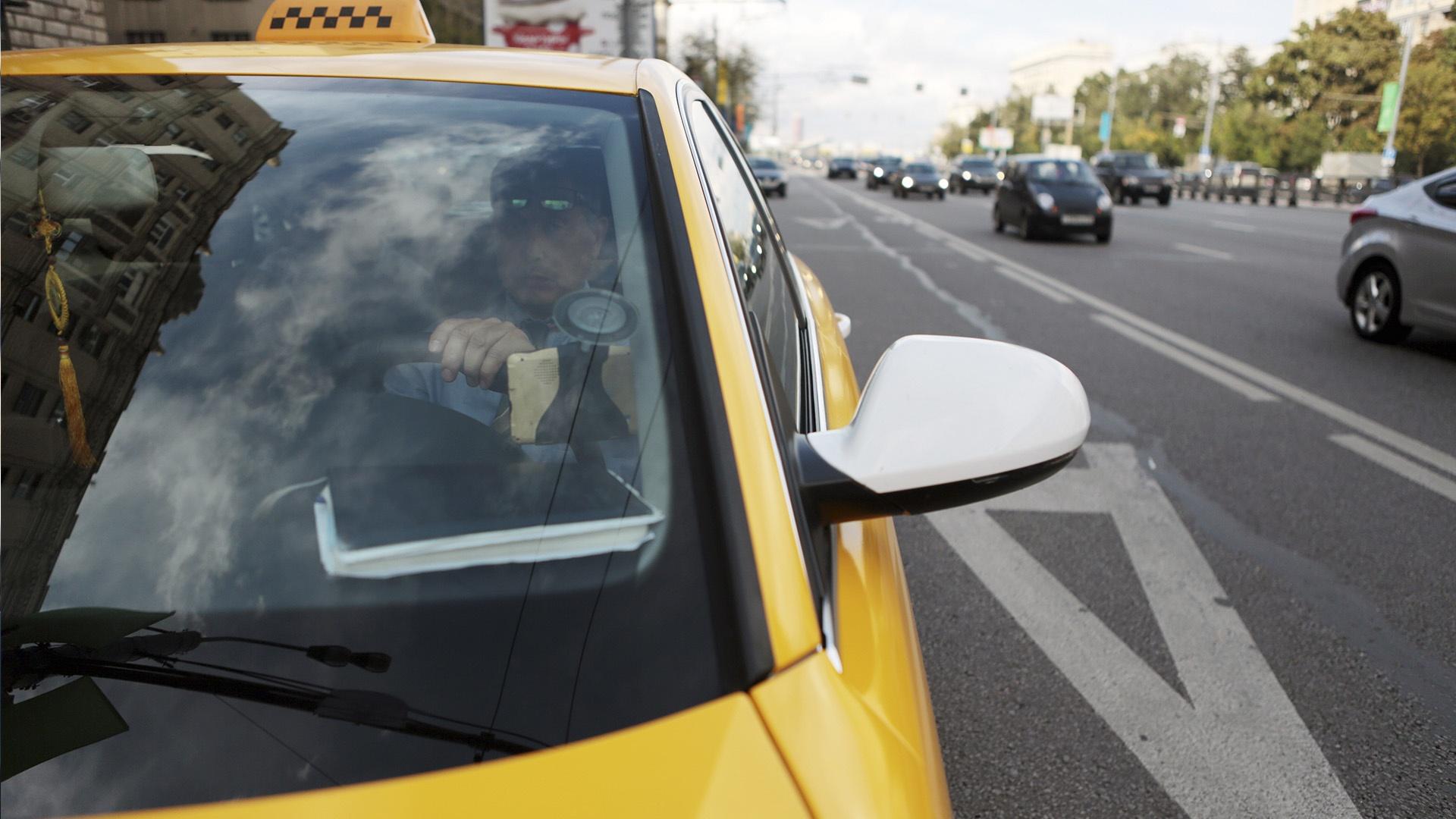 В Челябинске легальное такси пустят на выделенные полосы