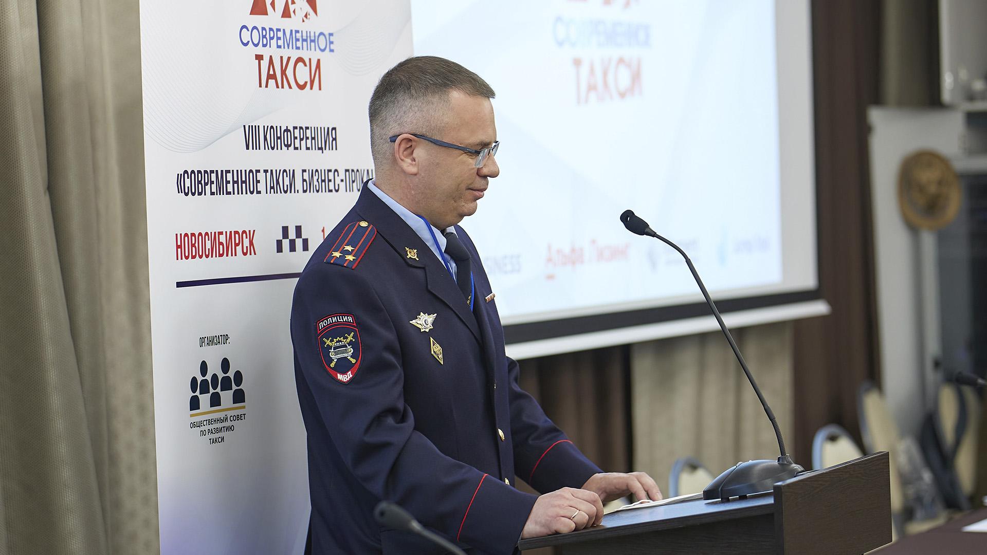ГИБДД Новосибирска и таксисты обсудили меры по борьбе с нелегальными перевозками