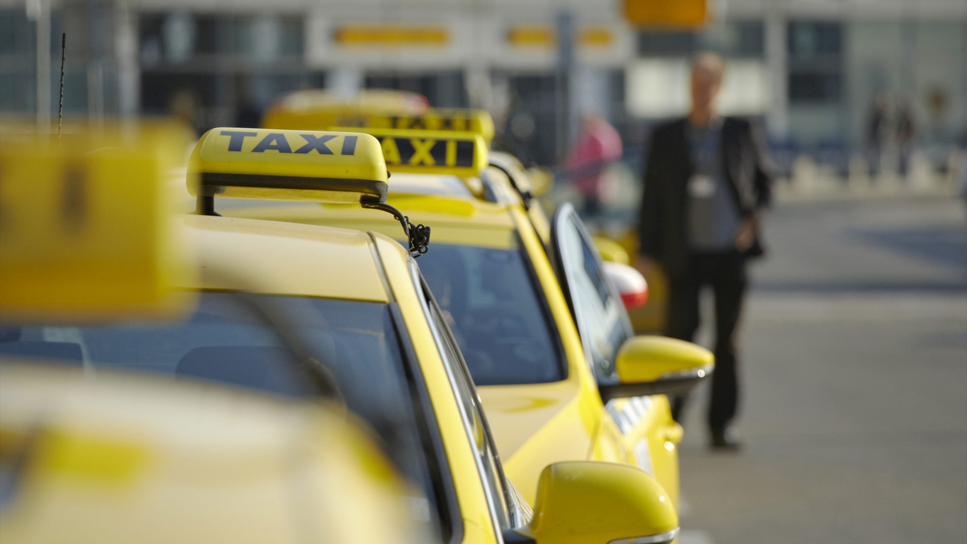 Один из ведущих банков проанализировал, когда россияне чаще всего заказывают такси